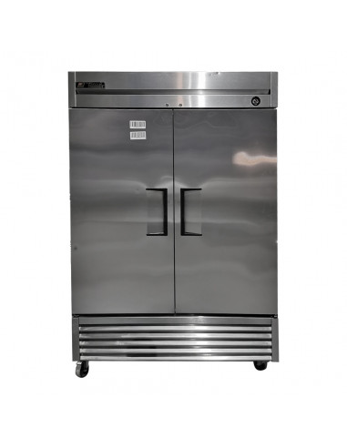 [Outlet] True T-49F Two Section Solid Door Reach in Freezer